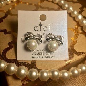 Jewelry - BOW PEARL EARRINGS